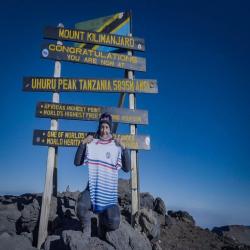 LA #photo du lundi !  ----- Notre @vanessamorales66 vient de terminer son entraînement entre 4000 et 5895 mètres d'altitude du côté du #kilimanjaro : elle s'attaquera à une nouvelle tentative de record du monde sur le Kilimanjaro le 27/08 !  ----- #picoftheday #defi #run #courseapied #instarunners #instarunfrance #runningcommunity #runnerscommunity #runninggirl #runningman #running #trail #runaddict #trailaddict #marathon #courses #runningfans #ultrarunner #ultrarunning